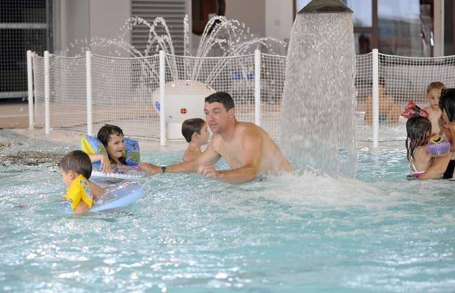 Le bassin ludique de la piscine Les Colliberts à Mauzé-sur-le-Mignon